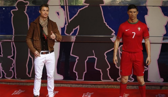 Cristiano Ronaldo heykeli için kuaför tuttu!