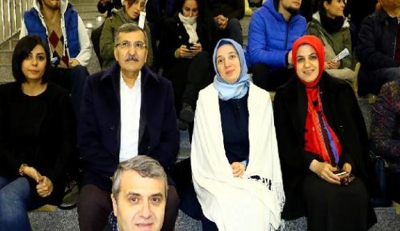Kadın Milletvekilleri'nden Türkiye Buz Hokeyi Kadın Milli Takımı'na tribünden destek