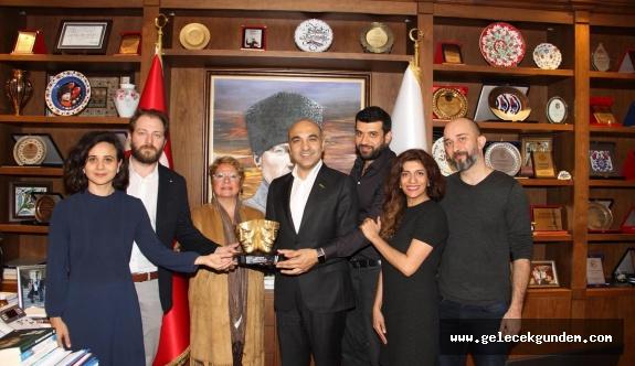 """Bakırköy Belediye Tiyatrolarına bir ödül daha 'En İyi Tiyatro Oyunu Ödülü"""""""
