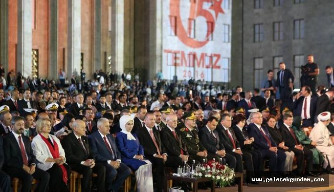 """Erdoğan """"Tankların önüne çıkarım' diyen kişi Bakırköy'de belediye başkanının yanına gitti"""""""