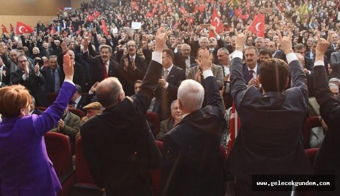 Meral Akşener'in partisine sürpriz destek! 'Varım' dedi