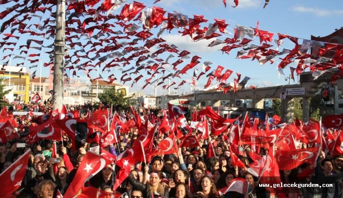 """BAKIRKÖY'DE ONBİNLER""""YAŞASIN  ATATÜRK,YAŞASIN CUMHURİYET """"DEDİ"""