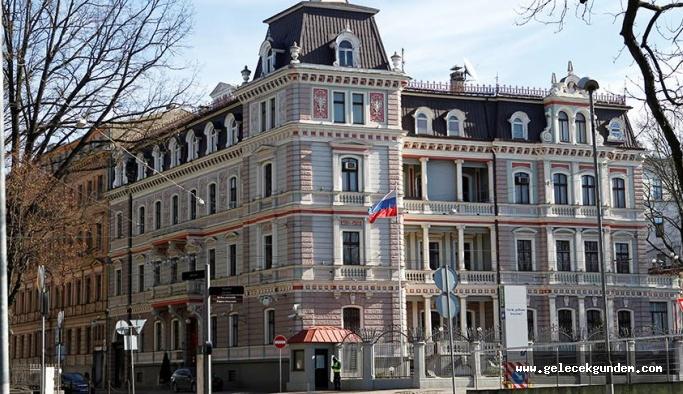 AB Konseyi Başkanı Tusk: 14 AB ülkesi Rus diplomatları sınır dışı etme kararı aldı