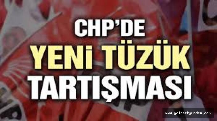 CHP'de Tüzük Kurultayında  çok sert kavga: Kartlar fırlatıldı, küfürler edildi