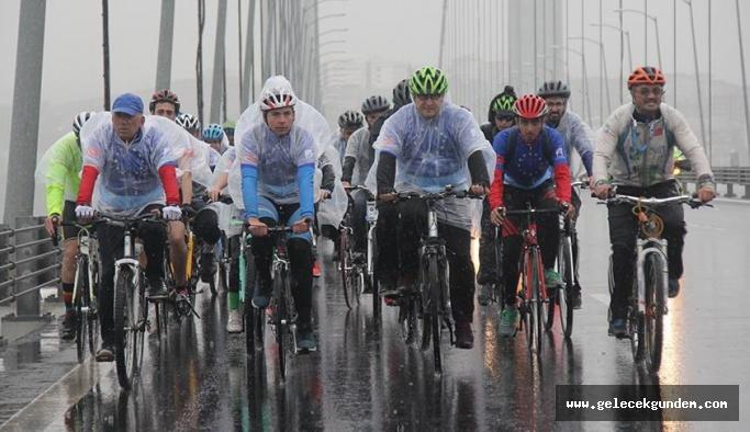 Avrupa Günü kutlamaları kapsamında Osmangazi Köprüsü'nden 150 bisikletli geçti