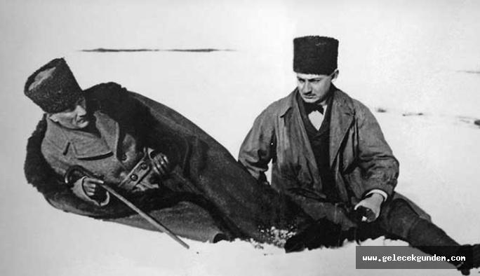Büyük komutan Atatürk'ü 80 yıldır özlemle anıyoruz