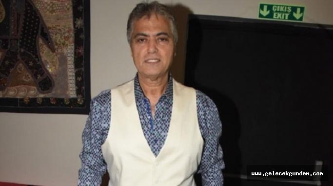 Ünlü sanatçı Cengiz Kurtoğlu, kapı kapı dolaşıp AK Parti adayına destek istedi