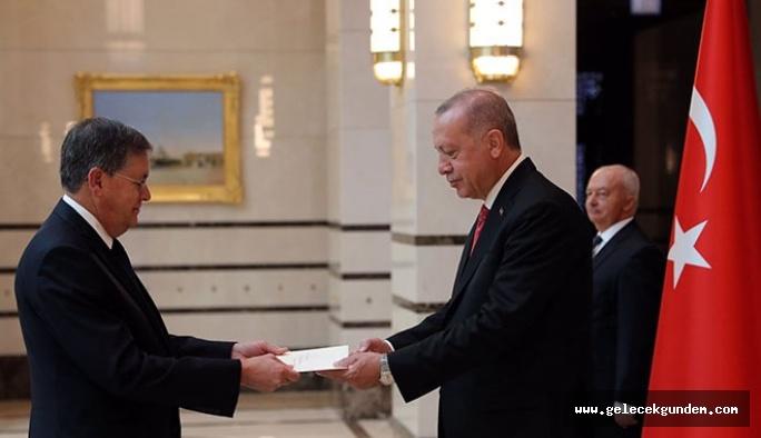 ABD'nin Ankara'ya atanan büyükelçisi David Satterfield, Cumhurbaşkanı Erdoğan'a güven mektubu verdi.