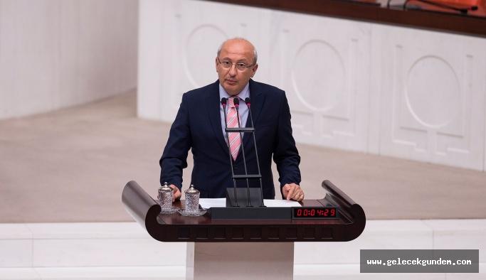 """CHP'li Çakırözer: Adalet Bakanlığı """"Tutuklu gazeteci yok"""" diyemedi, """"Sayamadık"""" dedi"""