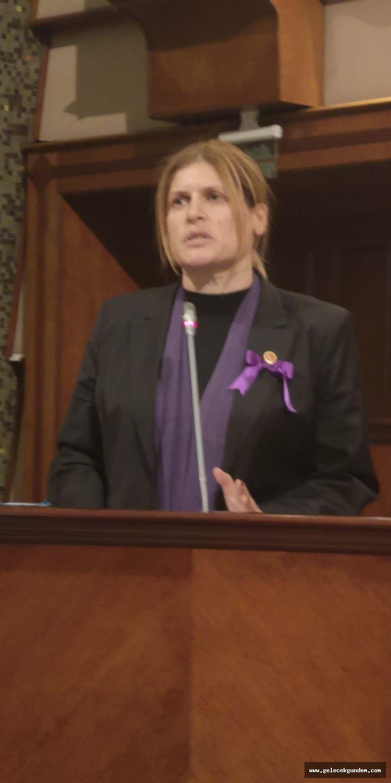 İBB BAKIRKÖY MECLİS ÜYESİ EMEL TIĞLI'ÇOCUKLAR VE KADINLAR MAĞDUR OLUYOR HER ZAMAN'