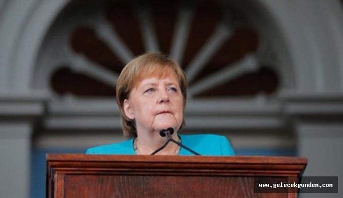 Merkel: Türkiye'nin NATO üyesi kalması lazım