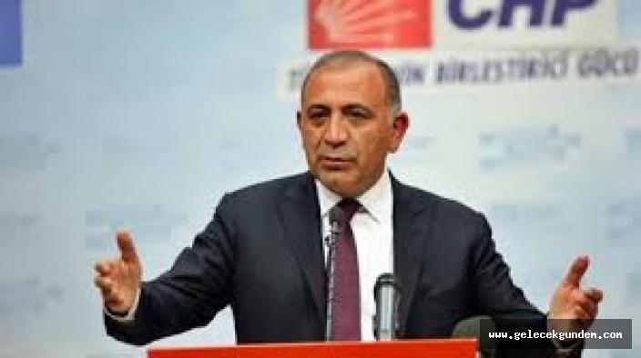 CHP'li Gürsel Tekin , AKP'de Kamusal alanlar imara açılarak İstanbul'a ihanete devam ediliyor.