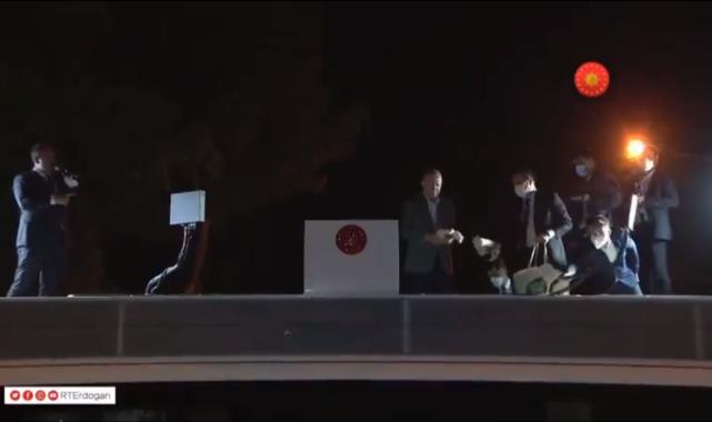Burası Türkiye ! Erdoğan, Marmaris'te vatandaşa çay dağıttı
