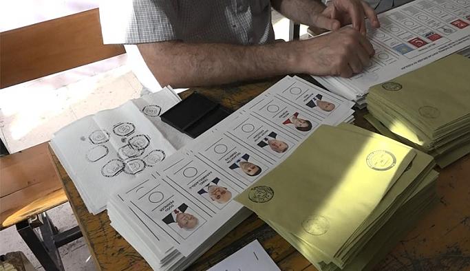 Türkiye'de  seçimde neler oluyor!Sandıklardan ihlal haberleri geliyor